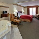  CountryInn&amp;Suites Clinton  WhirlpoolSuite
