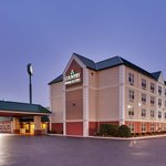  CountryInn&amp;Suites Clarksville ExteriorNight