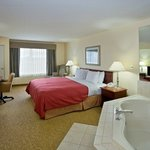  CountryInn&amp;Suites BigRapids WhirlpoolSuite