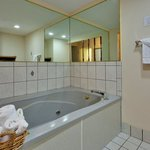 CountryInn&Suites Knoxville I-75 WhirlpoolSuite