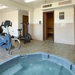  Fitness Center/ Jacuzzi