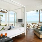  Beachfront Collection Room