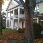 ‪The Willow Tree Inn Bed & Breakfast‬