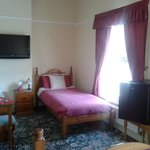  Huge triple room, spacious and practical