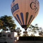                    un Baloon sfiora il camping
