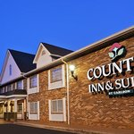  CountryInn&amp;Suites CharlotteI-85 ExteriorNight