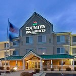 CountryInn&Suites BigRapids ExteriorNigh