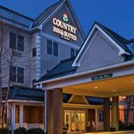  CountryInn&amp;Suites Lewisburg  ExteriorNight