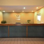 Econo Lodge Inn And Suites East resmi