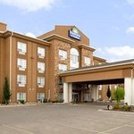 ‪Days Inn and Suites Strathmore‬