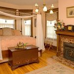 Philip W. Smith Bed and Breakfast resmi
