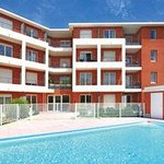 Park&Suites Confort Aix La Duranne - Swimming Pool