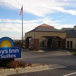 Welcome to the Days Inn and Suites Omaha