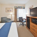 "Presidential Suite with Micro/Fridge Whirlpool Tub,Two 37""Flat TV"