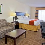  Holiday Inn Express Bartow King Suite