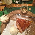  Tarte Tatin avec glace vanille et creme de Gruyere