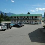  Sunset Motel in Creston, BC.  Enjoy your stay with us while you explore the natural beauty of th
