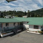 Very clean and comfortable rooms.  Close to business center of Creston, British Columbia.