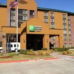  Holiday Inn Express Irving Convention Center
