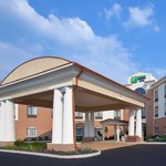 Welcome to Holiday Inn Express & Suites Akron South