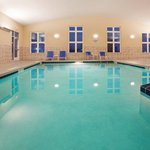  Holiday Inn Express &amp; Suites Antigo  Swimming Pool