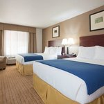  Holiday Inn Express &amp; Suiites Antigo Dbl Queen Suite