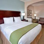 Holiday Inn Express Hotel &amp; Suites Pittsburg