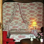 Le Chateau de la Chassagne - The Pink Bedroom