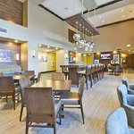 ‪Hampton Inn & Suites Greensboro/Coliseum Area‬