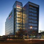 Hampton Inn &amp; Suites Boston Crosstown Center