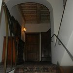                    Interno hotel: scala che porta ai vari piani