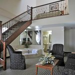 Monte Carlo Inn - Barrie Suites