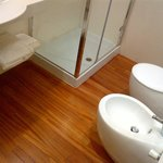  legno anche in bagno