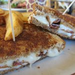 Grilled Cheese with Crispy Bacon