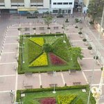                    plaza que hay frente al hotel