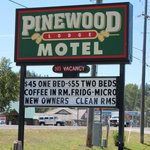‪The Pinewood Lodge Motel‬