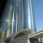  Grattacieli e fermata metropolitana lungo la Sheikh Zayed Road