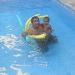                    piscina com o filhao