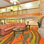 ‪BEST WESTERN Airport Inn & Suites/KCI North‬