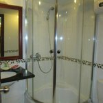 The shower. Look small bu i had no problem. And i´m 1,86m tall