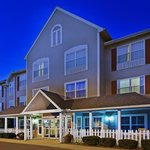  CountryInn&amp;Suites Wyomissing  ExteriorNight