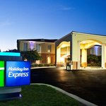 Night view of Holiday Inn Express Niceville-Eglin AFB