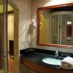 bathroom deluxe room 302