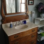                    Dartford Gust Room Bathroom