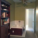 Library Room Jacuzzi
