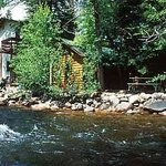 Swiftcurrent Lodge On The Riverの写真
