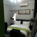 StayWell Executive Suites resmi