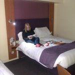 Photo de Premier Inn Gloucester - Longford