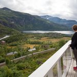 Excellent views over Kjosfossen, Reinungavatnet and the Flåm Railway