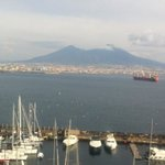                    il Vesuvio visto dalla stupenda terrazza